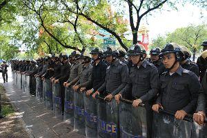 police_at_pad_protest1