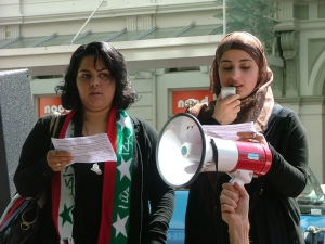 Iraqi women condemnig the occupation