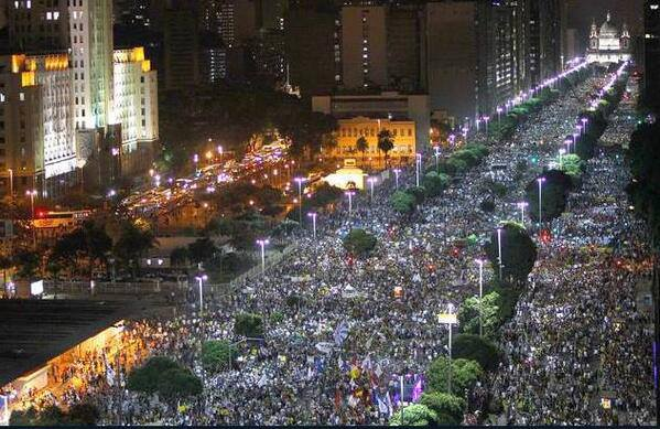 Millions march in over 100 Brazilians cities. This is Rio de Janeiro (20/06/2013)